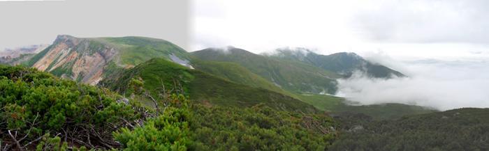 三つ目の峰と上富良野岳、鏡山